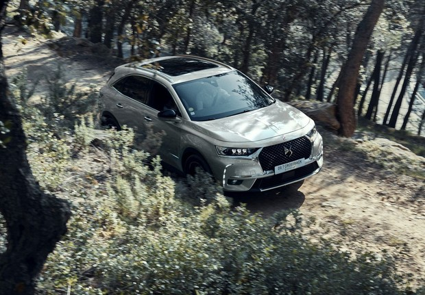 DS 7 Crossback E-Tense 4x4 s 300 KS