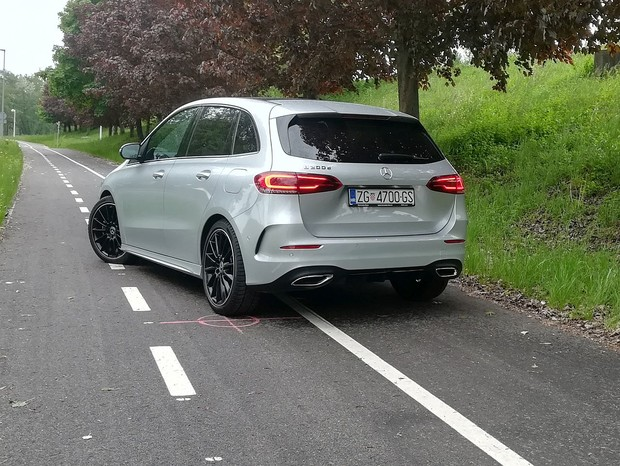 Mercedes-Benz B 200 d 150 AMG Line TEST