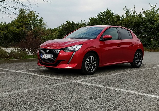 Peugeot 208 Allure 5V Blue HDi 100 TEST